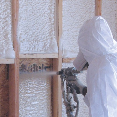 Dpray foam insulation installer